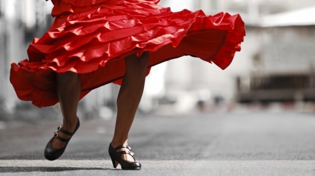 Ein Frau tanzt Flamenco.