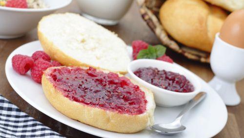 Das Bild zeigt ein Toastbrot mit Nuss-Nougat-Creme.