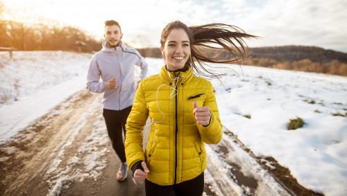 Streak Running, zwei Läufer im Schnee